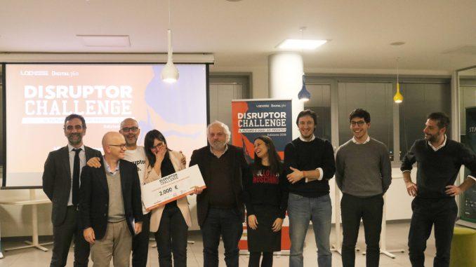 Erika Giannotti ritira il premio al Disruptor Challenge